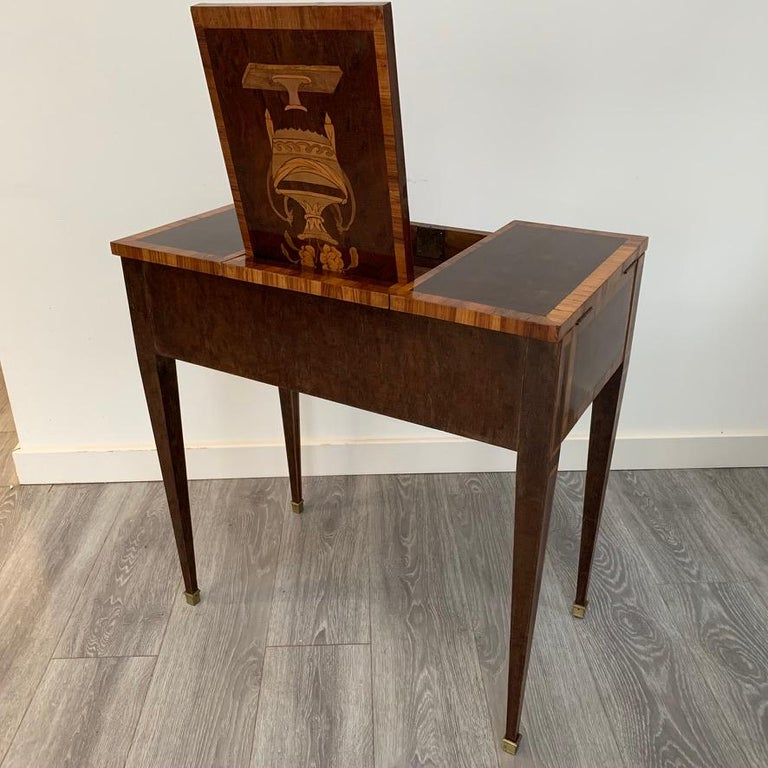 French 1900s Mahogany and Tulipwood Vanity Table with Hinged Top Mirror For Sale 2