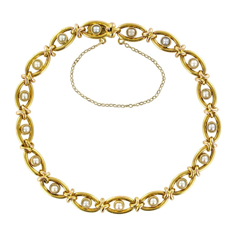French 1900s Natural Pearl 18 Karat Yellow Gold Bracelet For Sale