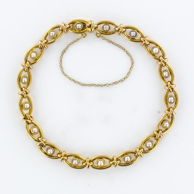 Women's French 1900s Natural Pearl 18 Karat Yellow Gold Bracelet For Sale