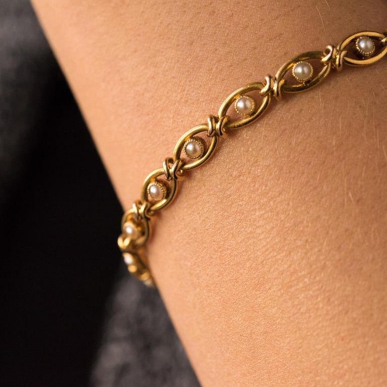 French 1900s Natural Pearl 18 Karat Yellow Gold Bracelet For Sale 2