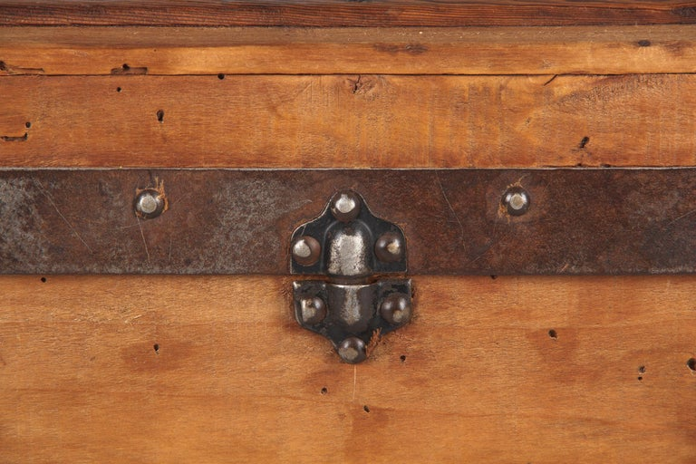 French 1900s Traveling Trunk in Poplar For Sale 8