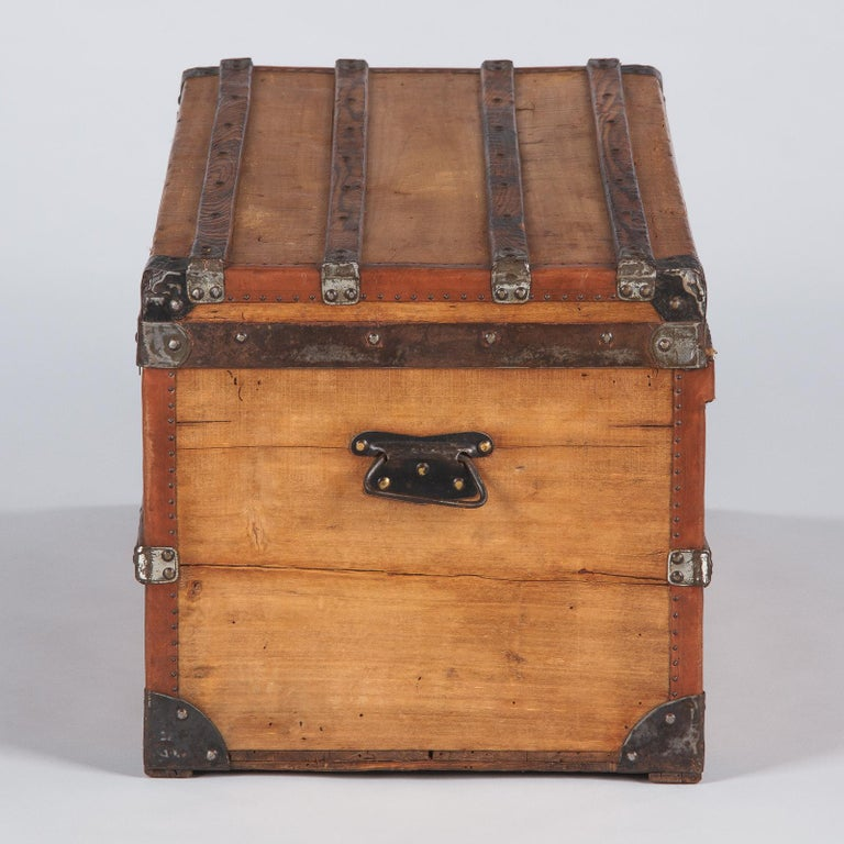 French 1900s Traveling Trunk in Poplar For Sale 10