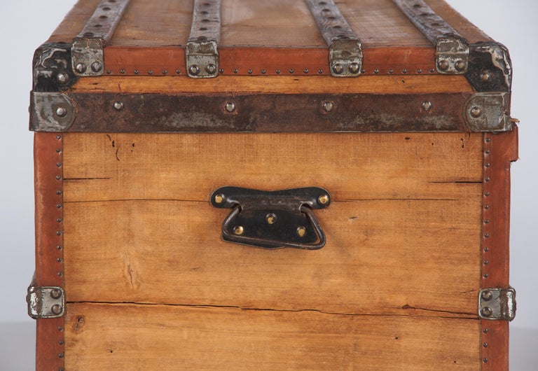 French 1900s Traveling Trunk in Poplar For Sale 11
