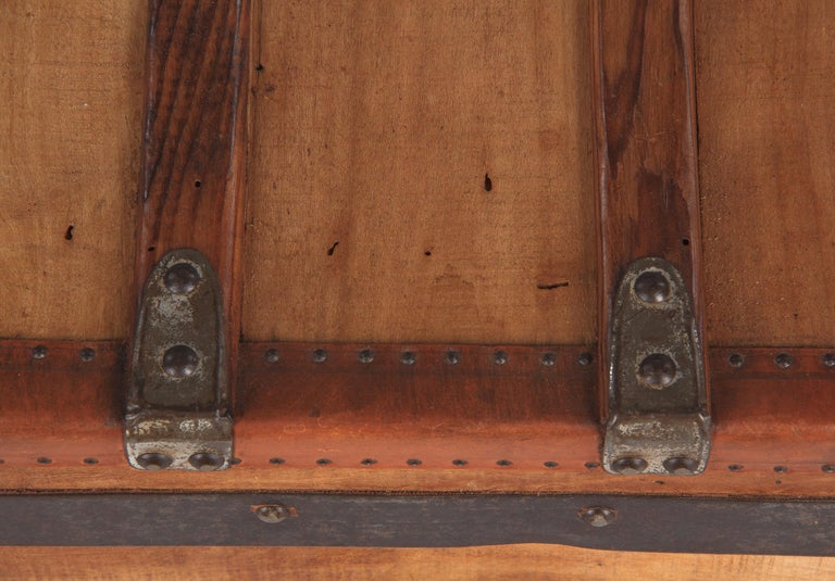 French 1900s Traveling Trunk in Poplar For Sale 12