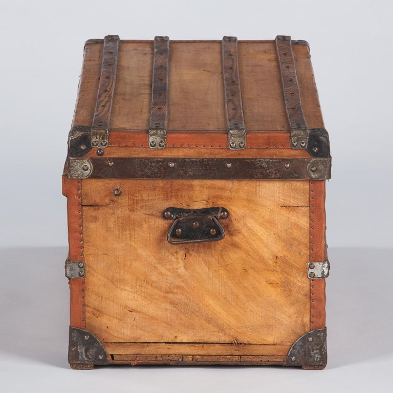 French 1900s Traveling Trunk in Poplar For Sale 13