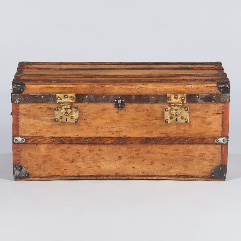 French 1900s Traveling Trunk in Poplar In Good Condition For Sale In Austin, TX