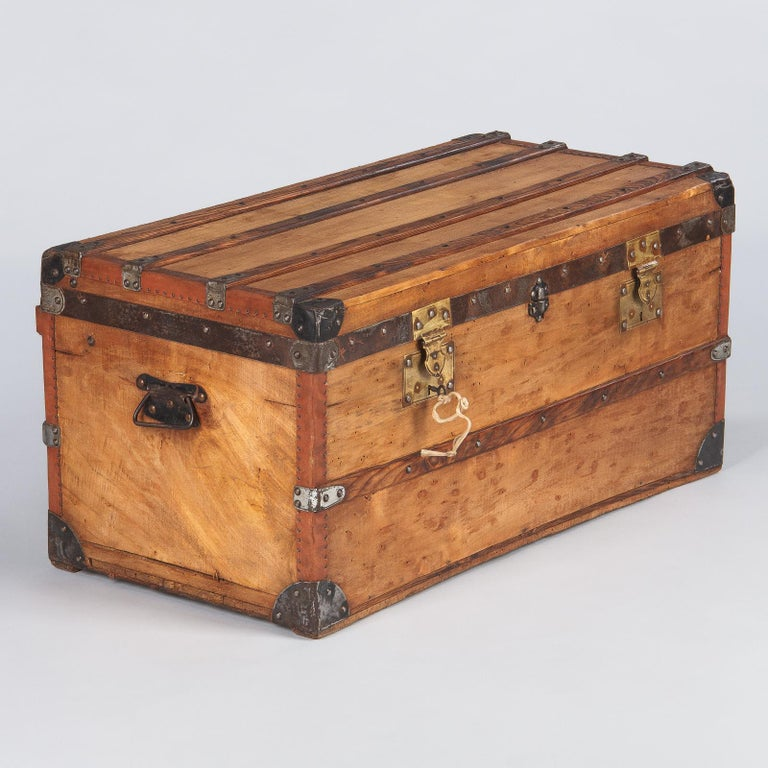 20th Century French 1900s Traveling Trunk in Poplar For Sale
