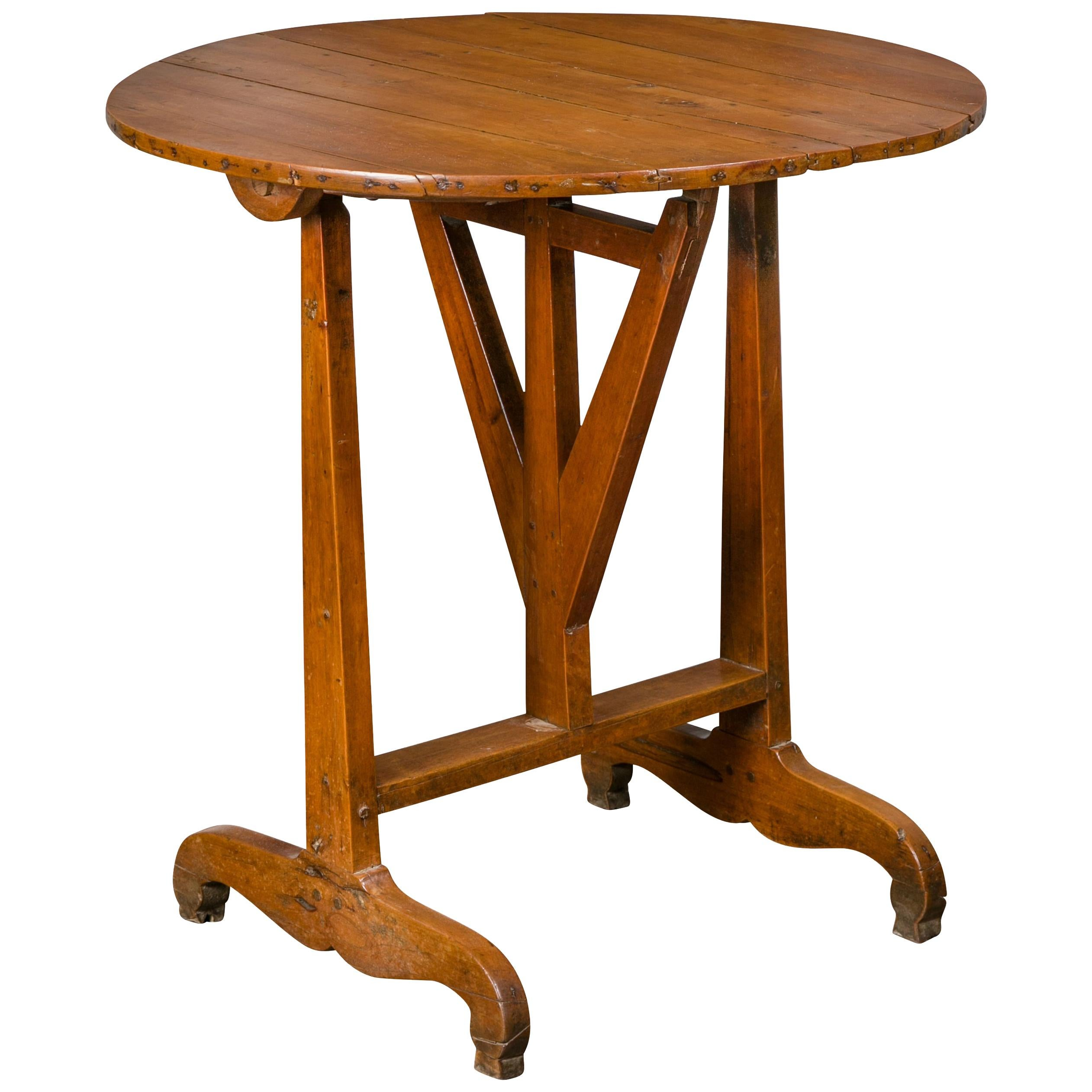 French 1900s Walnut Wine Tasting Table with Round Tilt-Top and Trestle Base