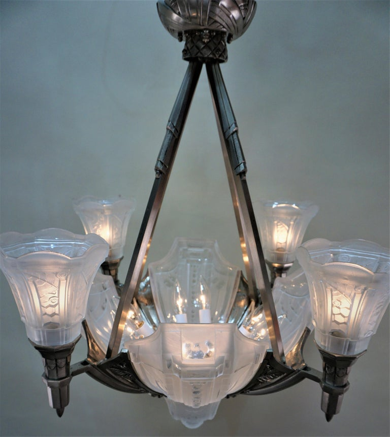 French 1920s Art Deco Chandelier by Muller Freres For Sale 5