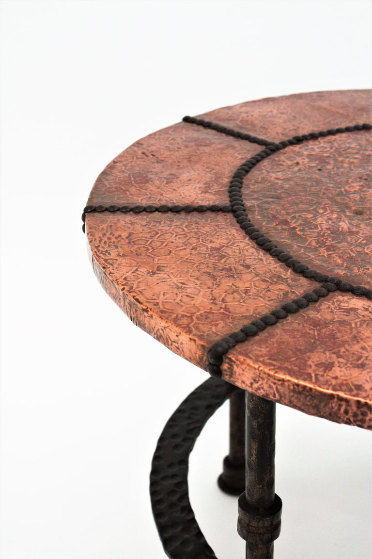French 1920s Wrought Iron Low Drinks Table with Hammered Copper Round Top  For Sale 7