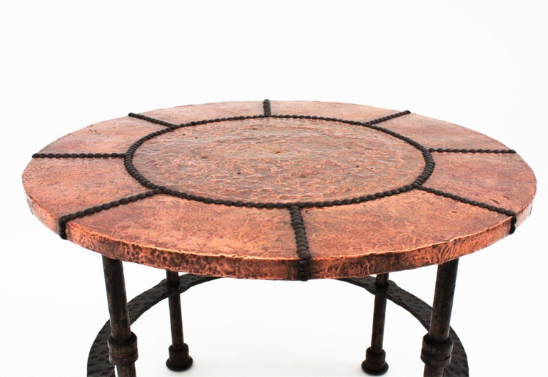 French 1920s Wrought Iron Low Drinks Table with Hammered Copper Round Top  For Sale 3