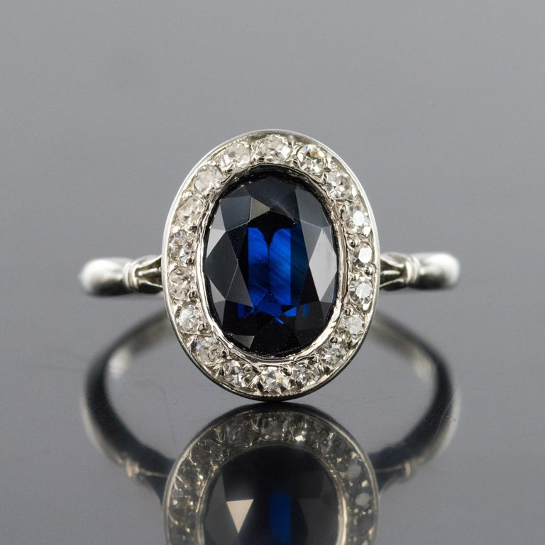 French 1925 Art Deco Sapphire Diamonds Platinum Oval Cluster Ring In Good Condition For Sale In Poitiers, FR