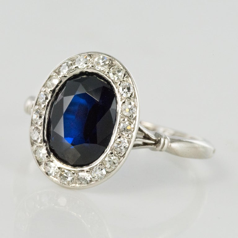 French 1925 Art Deco Sapphire Diamonds Platinum Oval Cluster Ring For Sale 2