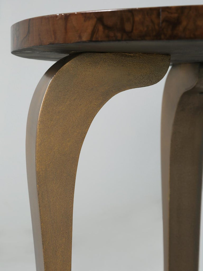 French 1930-1940 Burl Walnut and Bronze End or Side Table, Restored For Sale 5
