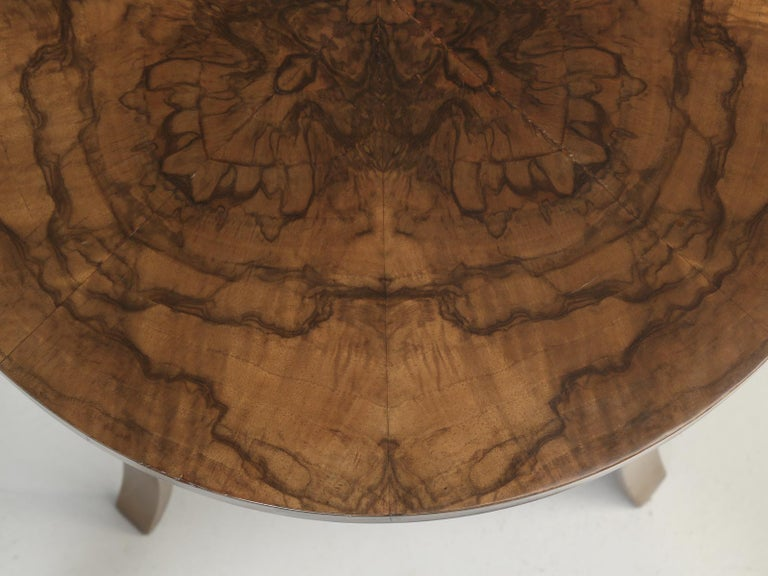 French 1930-1940 Burl Walnut and Bronze End or Side Table, Restored For Sale 1