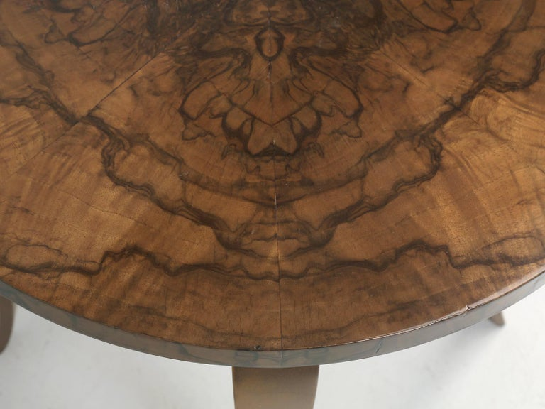 French 1930-1940 Burl Walnut and Bronze End or Side Table, Restored For Sale 2