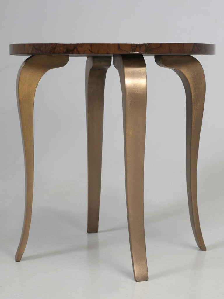 French 1930-1940 Burl Walnut and Bronze End or Side Table, Restored For Sale 4