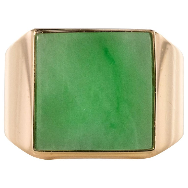 French 1930s 12 Carat Jade 18 Karat Yellow Gold Men's Signet Ring For Sale
