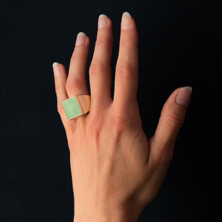 French 1930s 12 Carat Jade 18 Karat Yellow Gold Men's Signet Ring For Sale 5