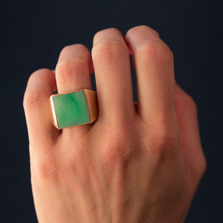 French 1930s 12 Carat Jade 18 Karat Yellow Gold Men's Signet Ring For Sale 7