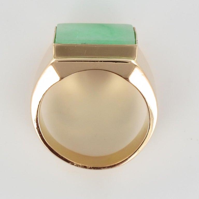 French 1930s 12 Carat Jade 18 Karat Yellow Gold Men's Signet Ring For Sale 10