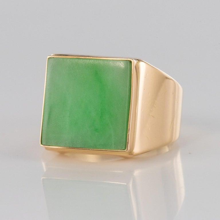 Art Deco French 1930s 12 Carat Jade 18 Karat Yellow Gold Men's Signet Ring For Sale
