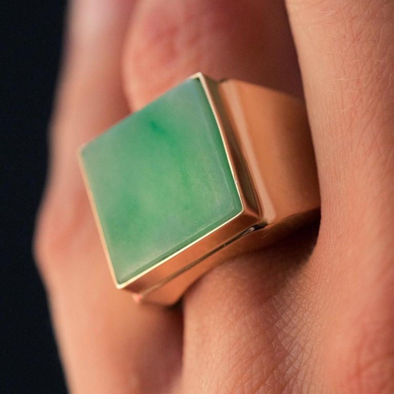 French Cut French 1930s 12 Carat Jade 18 Karat Yellow Gold Men's Signet Ring For Sale
