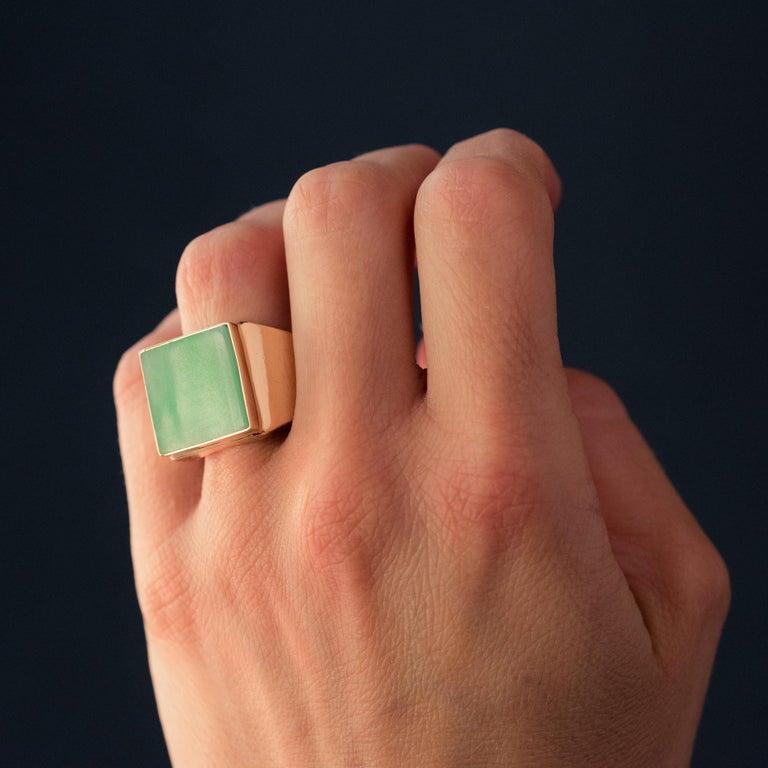 French 1930s 12 Carat Jade 18 Karat Yellow Gold Men's Signet Ring For Sale 1