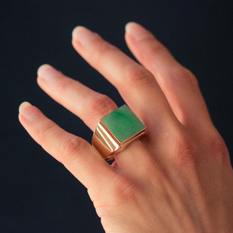 French 1930s 12 Carat Jade 18 Karat Yellow Gold Men's Signet Ring For Sale 3