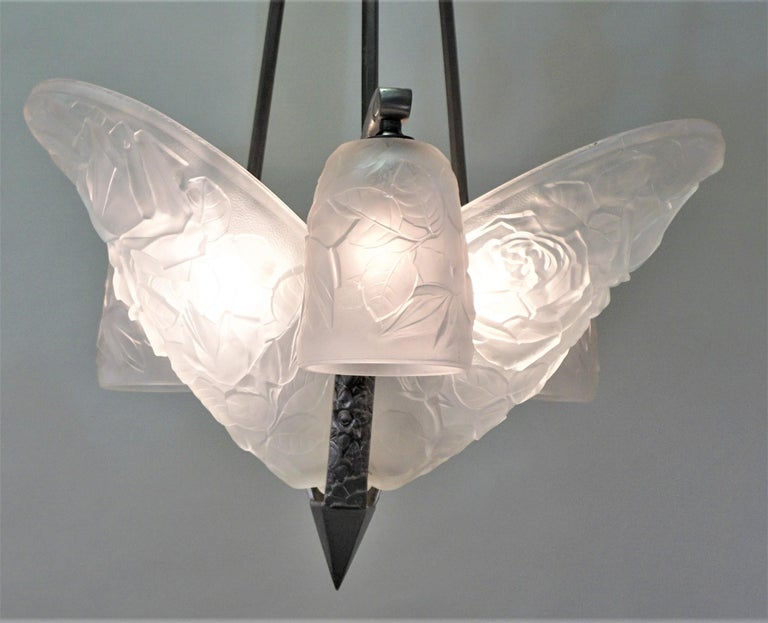 French 1930s clear frost glass and nickel on bronze Art Deco chandelier.