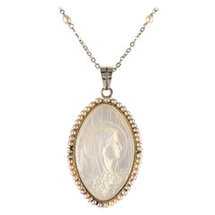 French 1930s Art Deco Mother of Pearl Natural Pearl 18 Karat White Gold Medal
