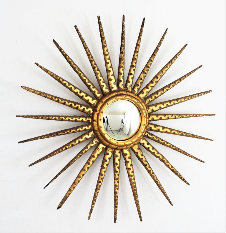French 1930s Hollywood Regency Giltwood Starburst Sunburst Convex Mirror In Excellent Condition For Sale In Barcelona, ES