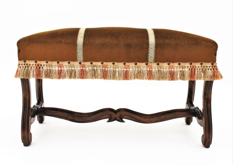 Hand-Carved French 1930s Louis XIV Style Os de Mouton Legs Bench in Velvet Upholstery For Sale