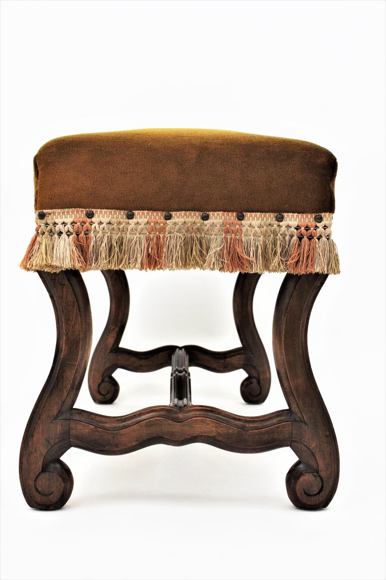 French 1930s Louis XIV Style Os de Mouton Legs Bench in Velvet Upholstery In Good Condition For Sale In Barcelona, ES