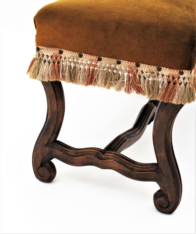 20th Century French 1930s Louis XIV Style Os de Mouton Legs Bench in Velvet Upholstery For Sale