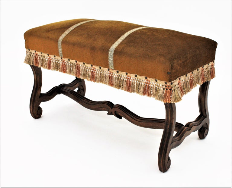 French 1930s Louis XIV Style Os de Mouton Legs Bench in Velvet Upholstery For Sale 1