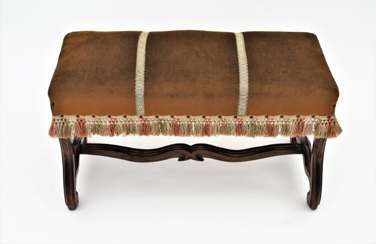 French 1930s Louis XIV Style Os de Mouton Legs Bench in Velvet Upholstery For Sale 3
