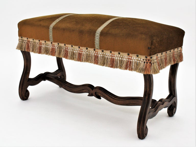French 1930s Louis XIV Style Os de Mouton Legs Bench in Velvet Upholstery For Sale 4