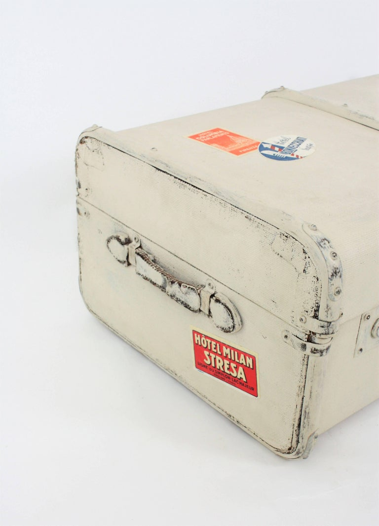 French 1930s Mediterranean Antique Canvas and Wood Travel Trunk In Good Condition For Sale In Barcelona, ES