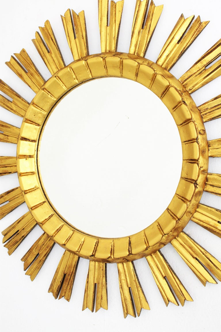 French 1930s Sunburst Mirror in Giltwood, Baroque Style In Good Condition For Sale In Barcelona, ES