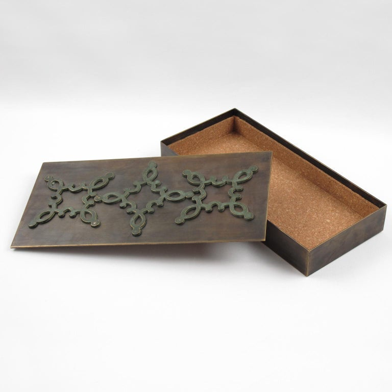 French 1940s Modernist Brass Decorative Lidded Box with Geometric Inlaid In Excellent Condition For Sale In Atlanta, GA