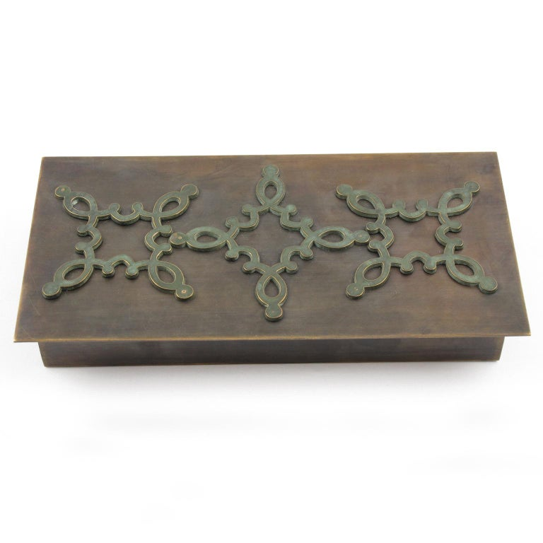 Mid-20th Century French 1940s Modernist Brass Decorative Lidded Box with Geometric Inlaid For Sale