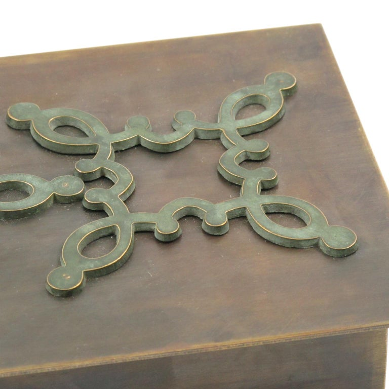 French 1940s Modernist Brass Decorative Lidded Box with Geometric Inlaid For Sale 1