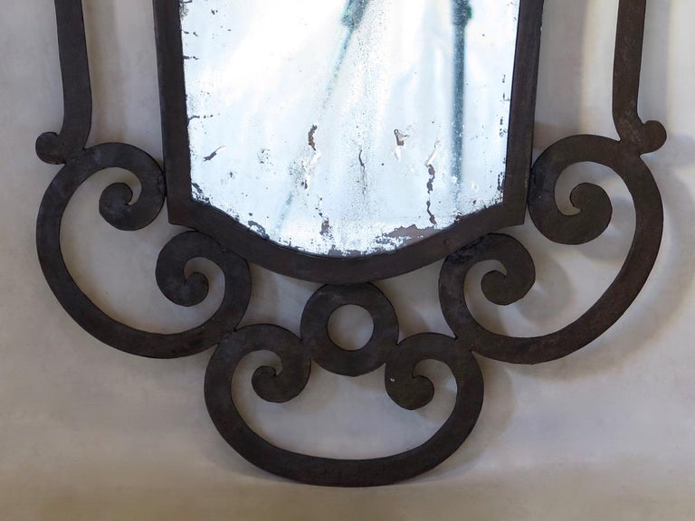 French 1940s Wrought Iron Art Deco Mirror In Distressed Condition For Sale In Isle Sur La Sorgue, Vaucluse