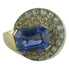 French 1940s Yellow Gold, Non Heat 8.77 Carat Sapphire, and Diamond Ring
