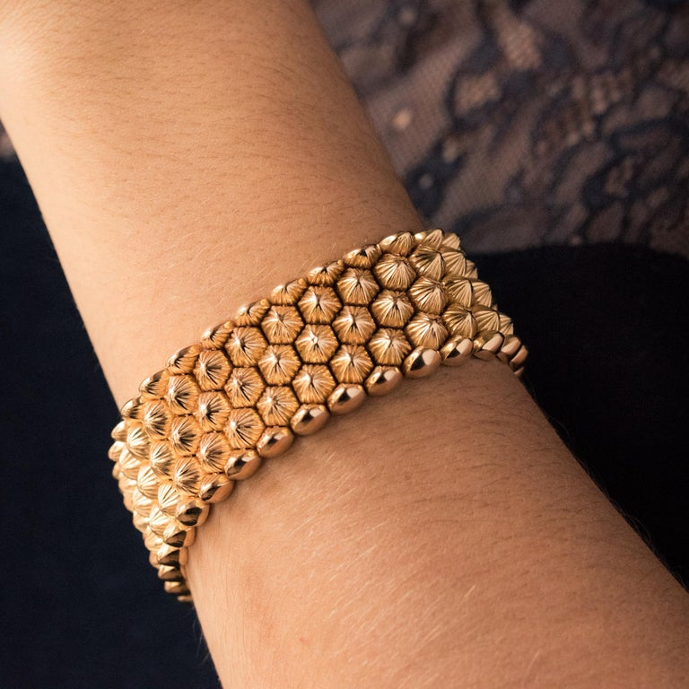French 1950s 18 Karat Yellow Gold Honeycomb Bracelet For Sale 5