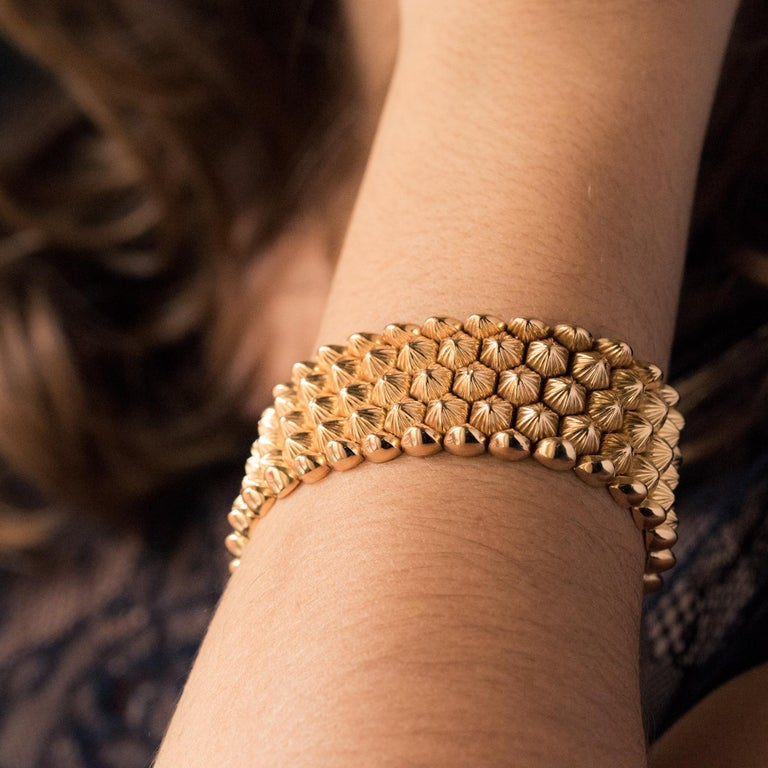French 1950s 18 Karat Yellow Gold Honeycomb Bracelet For Sale 7