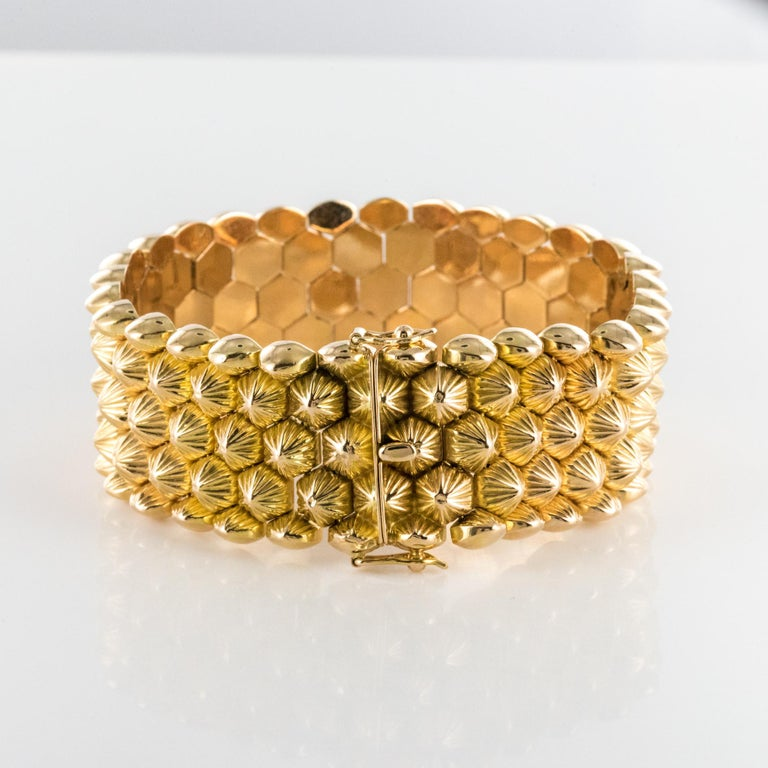 French 1950s 18 Karat Yellow Gold Honeycomb Bracelet For Sale 8