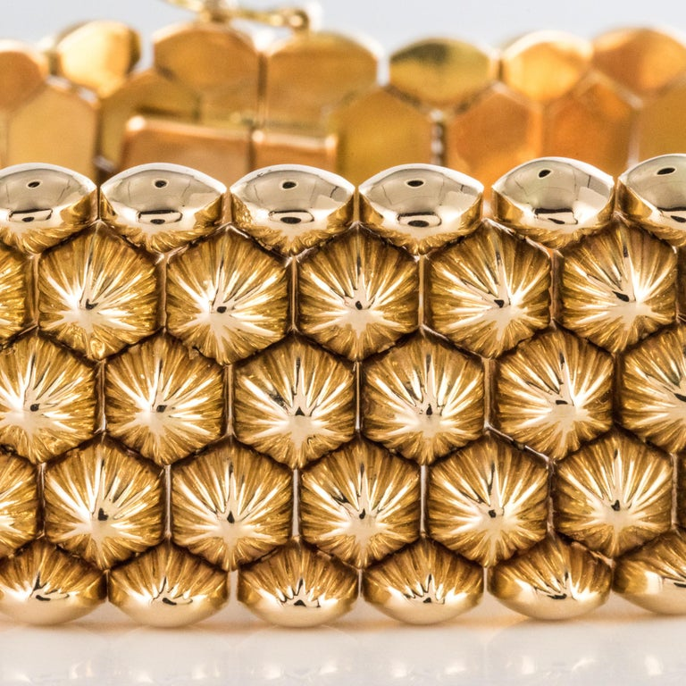 French 1950s 18 Karat Yellow Gold Honeycomb Bracelet For Sale 9
