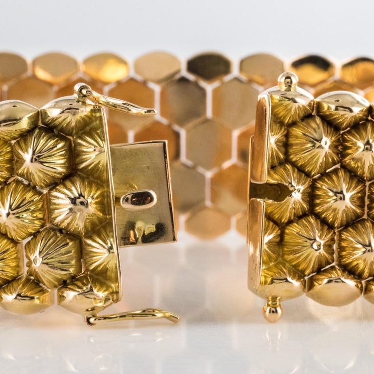 French 1950s 18 Karat Yellow Gold Honeycomb Bracelet For Sale 10